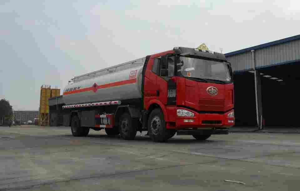 解放J6小三轴19方铝合金易燃液体罐式运输车