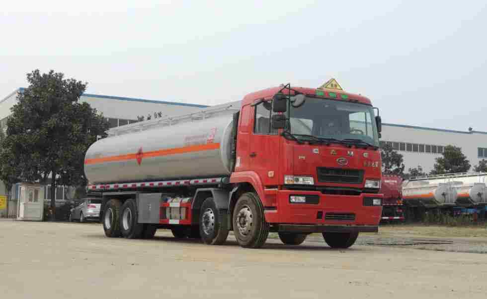 华菱之星前四后八26.7方易燃液体罐式运输车