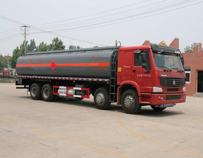 重汽豪沃前四后八23.2方国五铝合金易燃液体罐式运输车