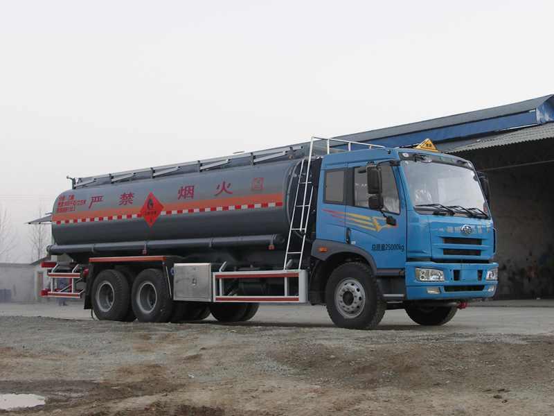 解放龙V后双桥18.3方易燃液体罐式运输车