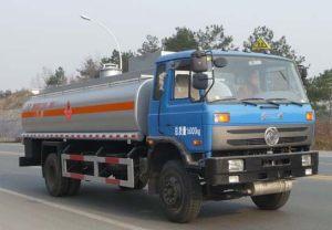 東風145型15方易燃液體罐式運輸車