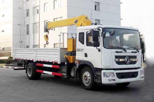 东风多利卡D9系列6.3吨直臂式随车吊