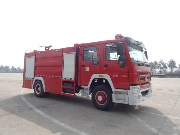 重汽豪沃单桥国五水罐消防车