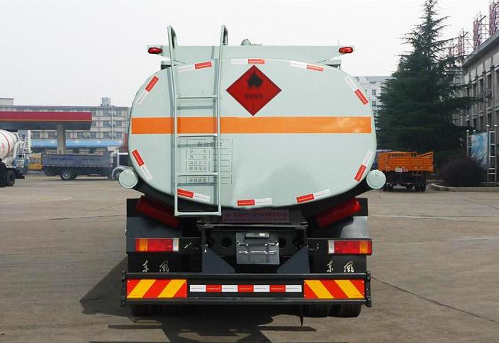 东风天龙后双桥21.7方国五加油车后面图