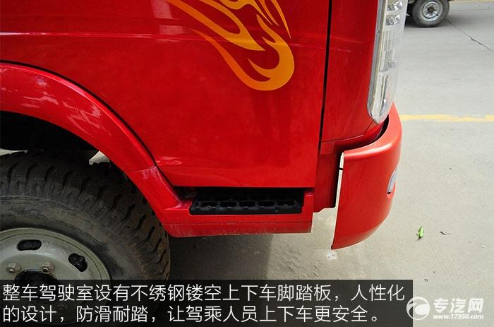整车驾驶室设有不绣钢镂空上下车脚踏板