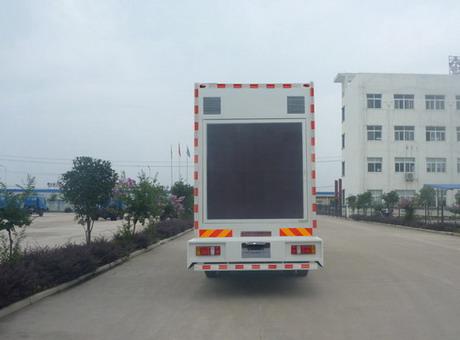 东风嘉运单桥LED广告车2