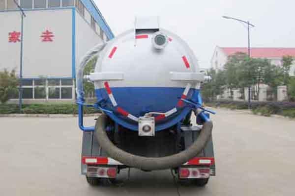 东风凯普特国五7.2方吸污车后面图