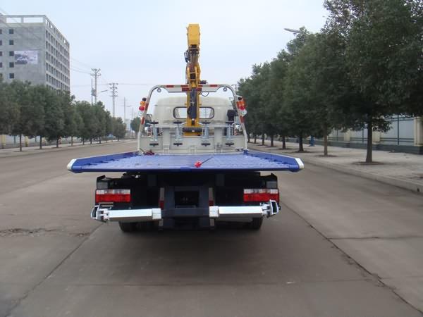 东风凯普特平板带吊一拖二清障车