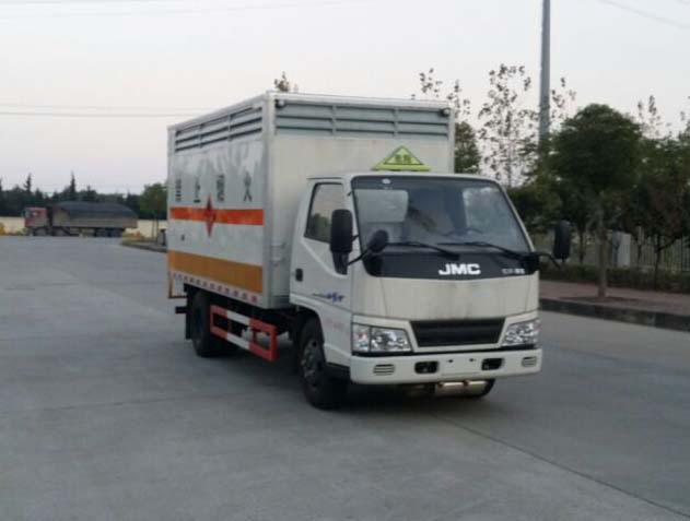 江铃凯运单排易燃固体厢式运输车