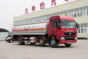 重汽豪沃T5G小三轴国五17.6方运油车