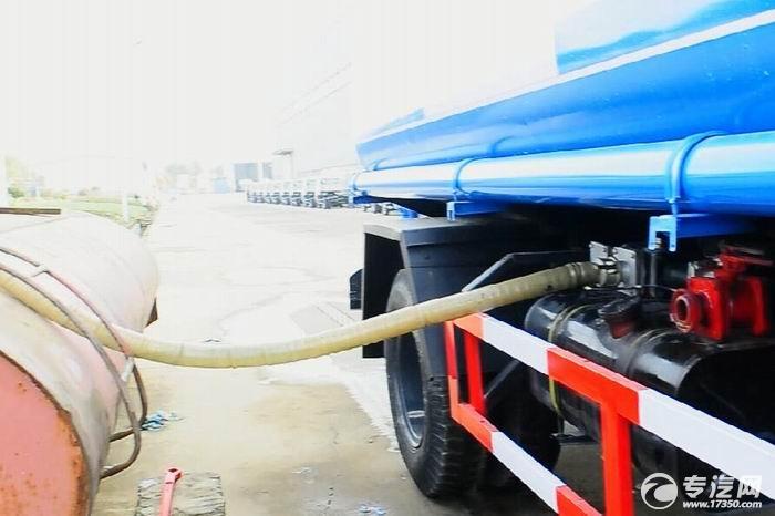 吸水胶管置于取水池