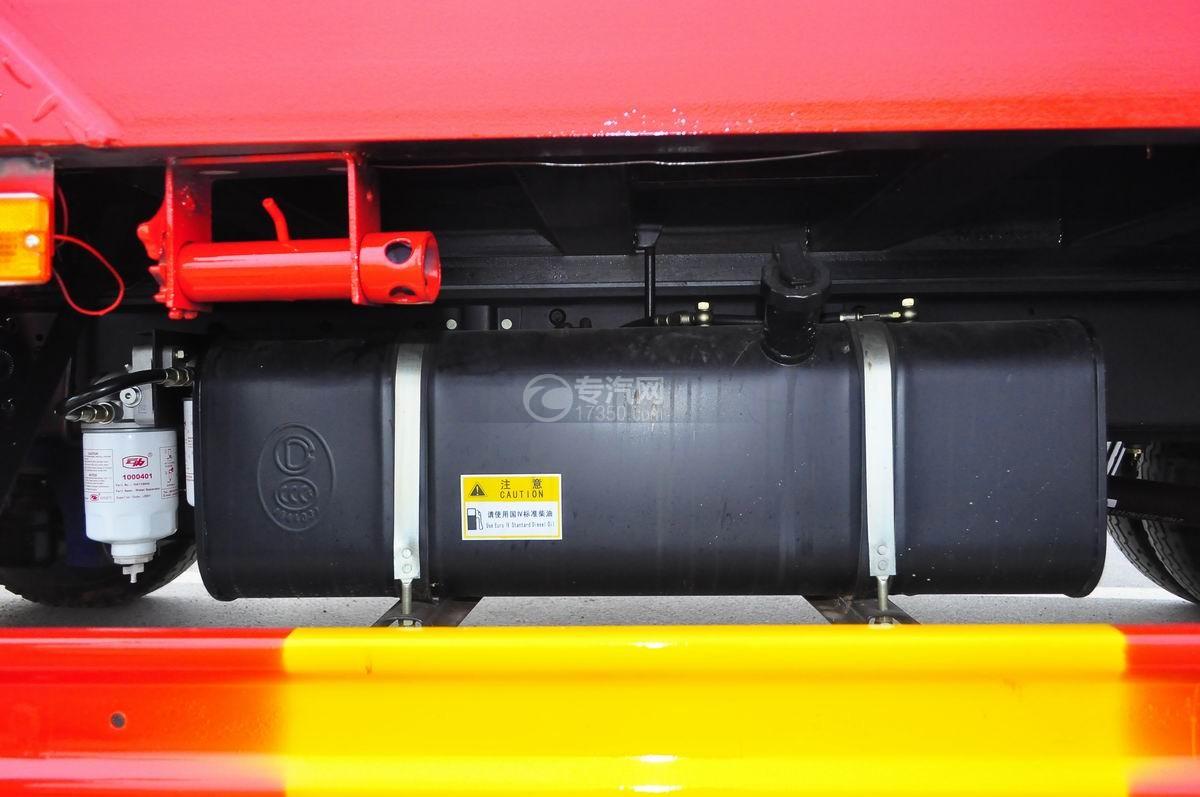 大运奥普力平板运输车大号油箱