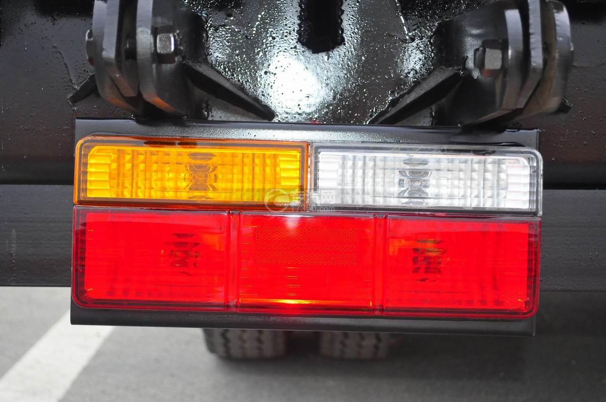 大运奥普力平板运输车尾灯