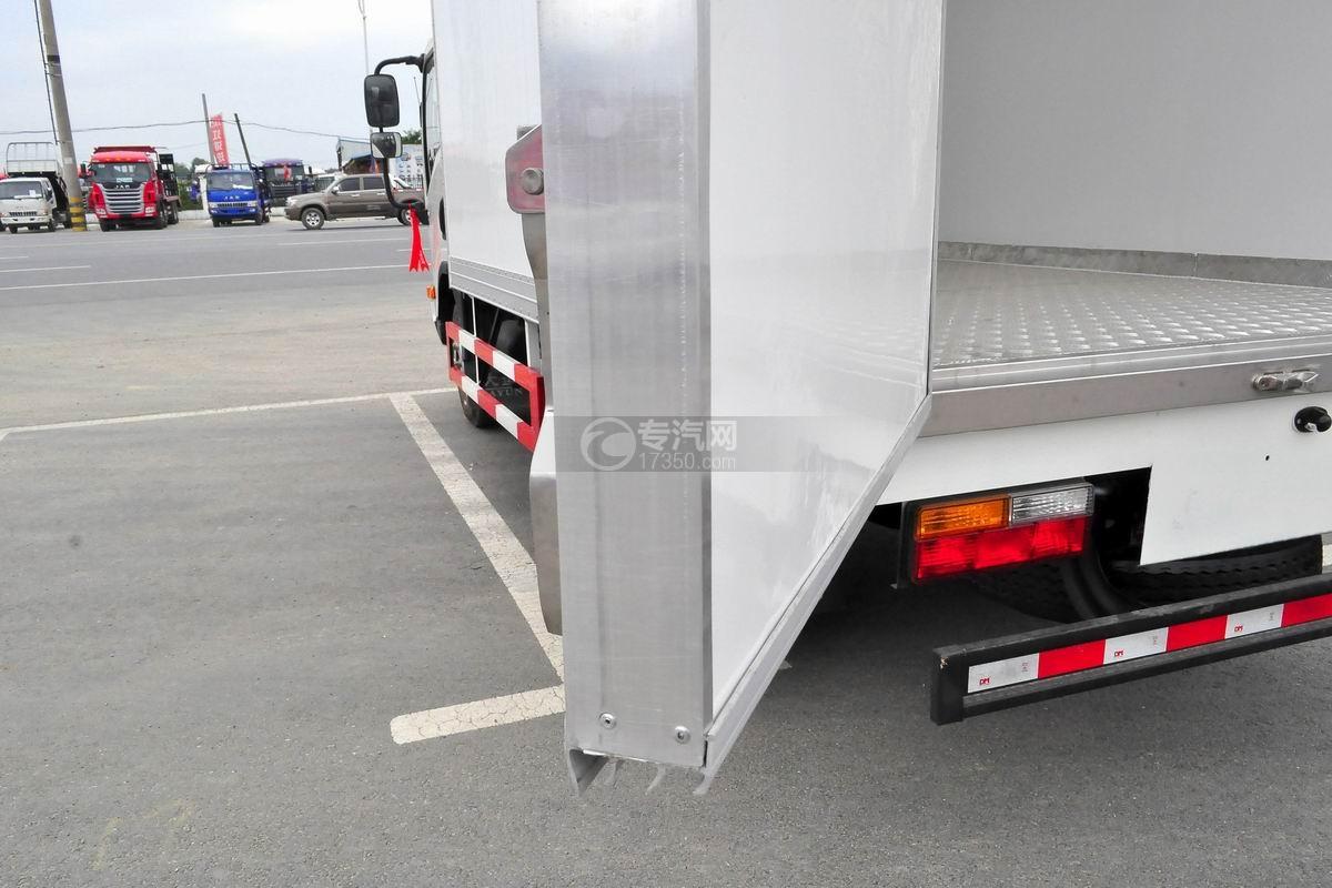 大运奥普力国五排半冷藏车厢体材质