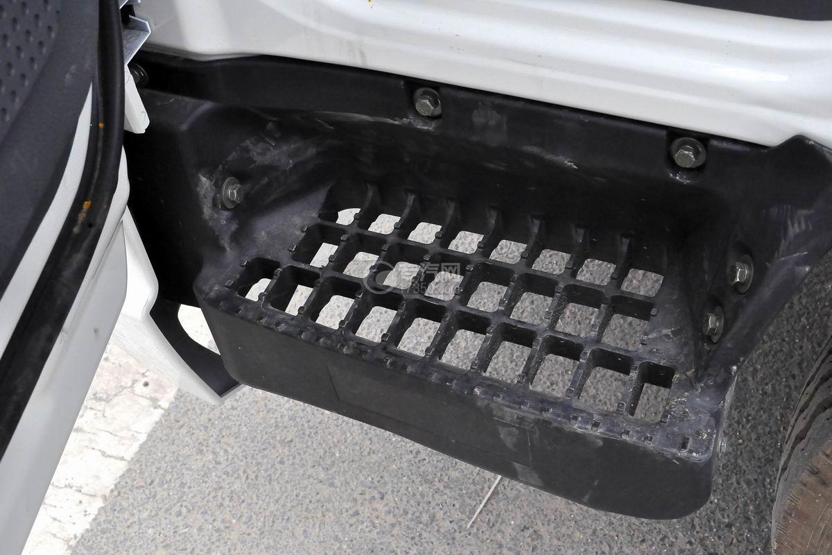 大運奧普力國五排半冷藏車上車踏板