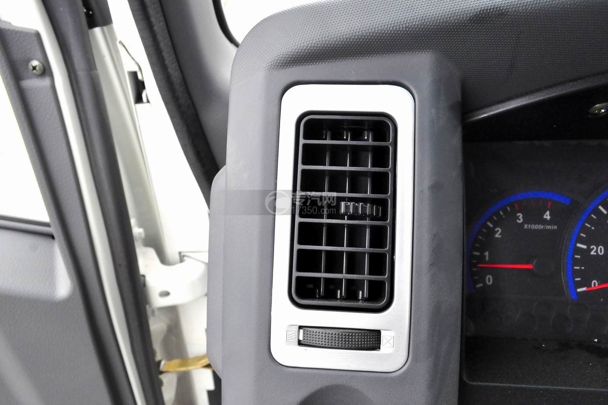 大運奧普力國五排半冷藏車空調出風口
