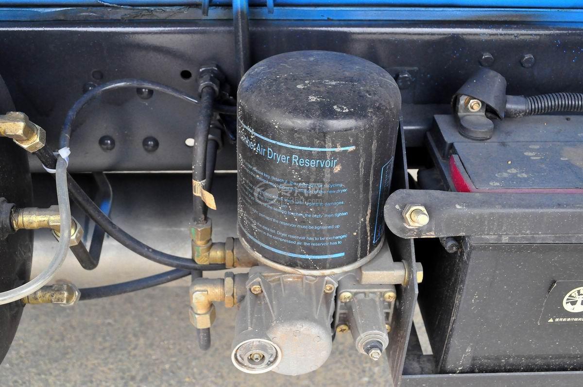 大运奥普力国五吸粪车空气干燥机
