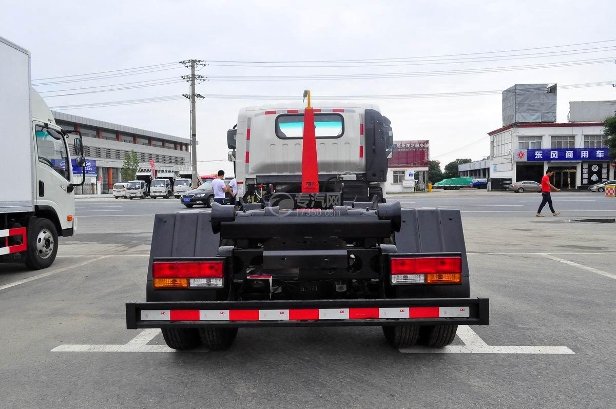 大运奥普力勾臂式垃圾车后面图