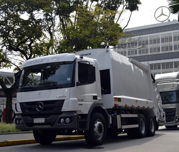 奔驰巴西推出配备艾里逊变速箱的垃圾车