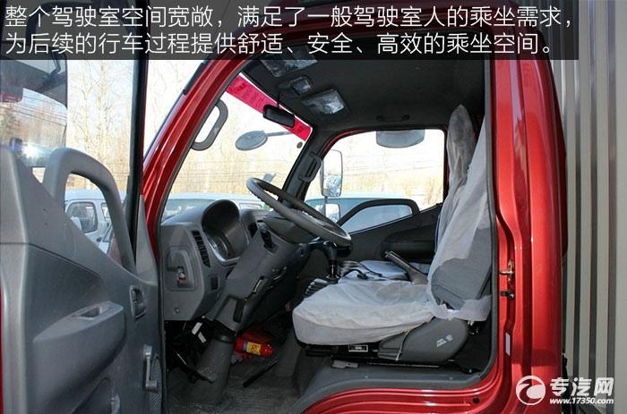 福田奥铃TX110马力厢式轻卡驾驶室空间