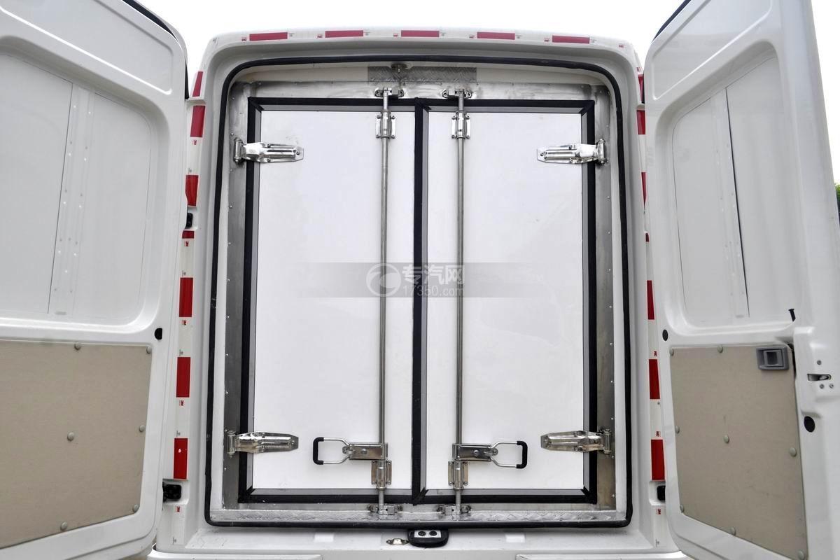 东风轻量化面包式冷藏车保温厢体细节