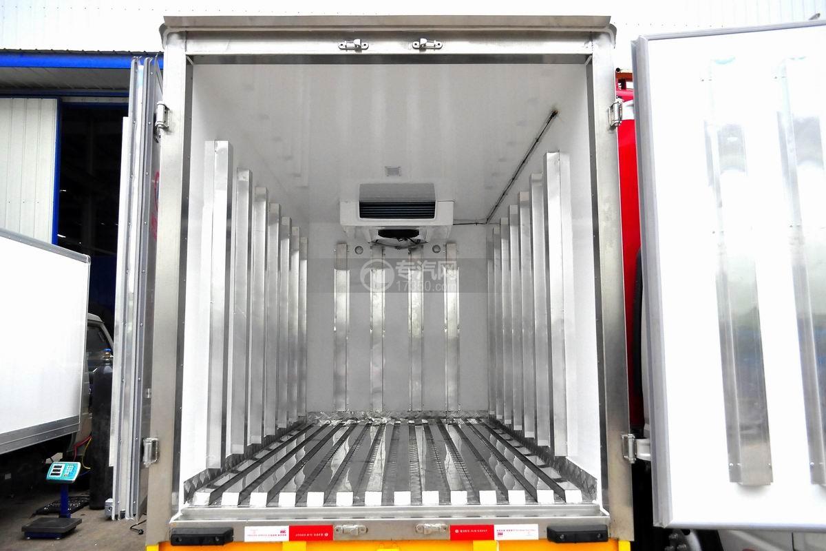 东风小霸王V冷藏车(医疗物品运输车)厢体内部