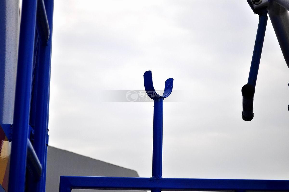 东风专用底盘国五12吨洒水车`Y`型托叉架