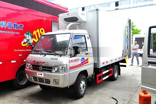 东风小霸王V冷藏车(医疗物品运输车)左前图