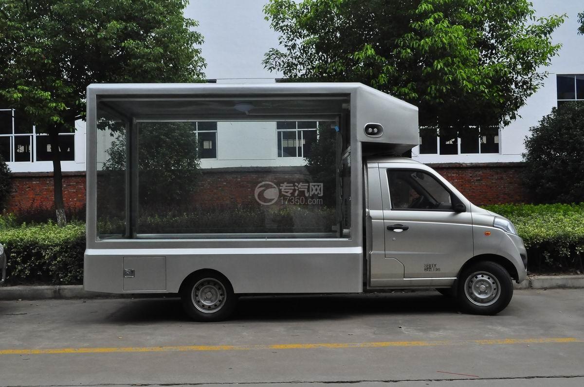 福田伽途T3国五广告车右侧面图