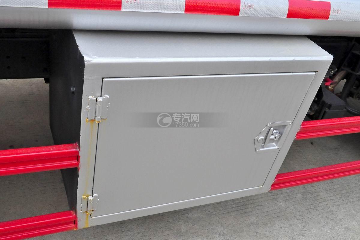 重汽豪沃5.2方加油车操作箱