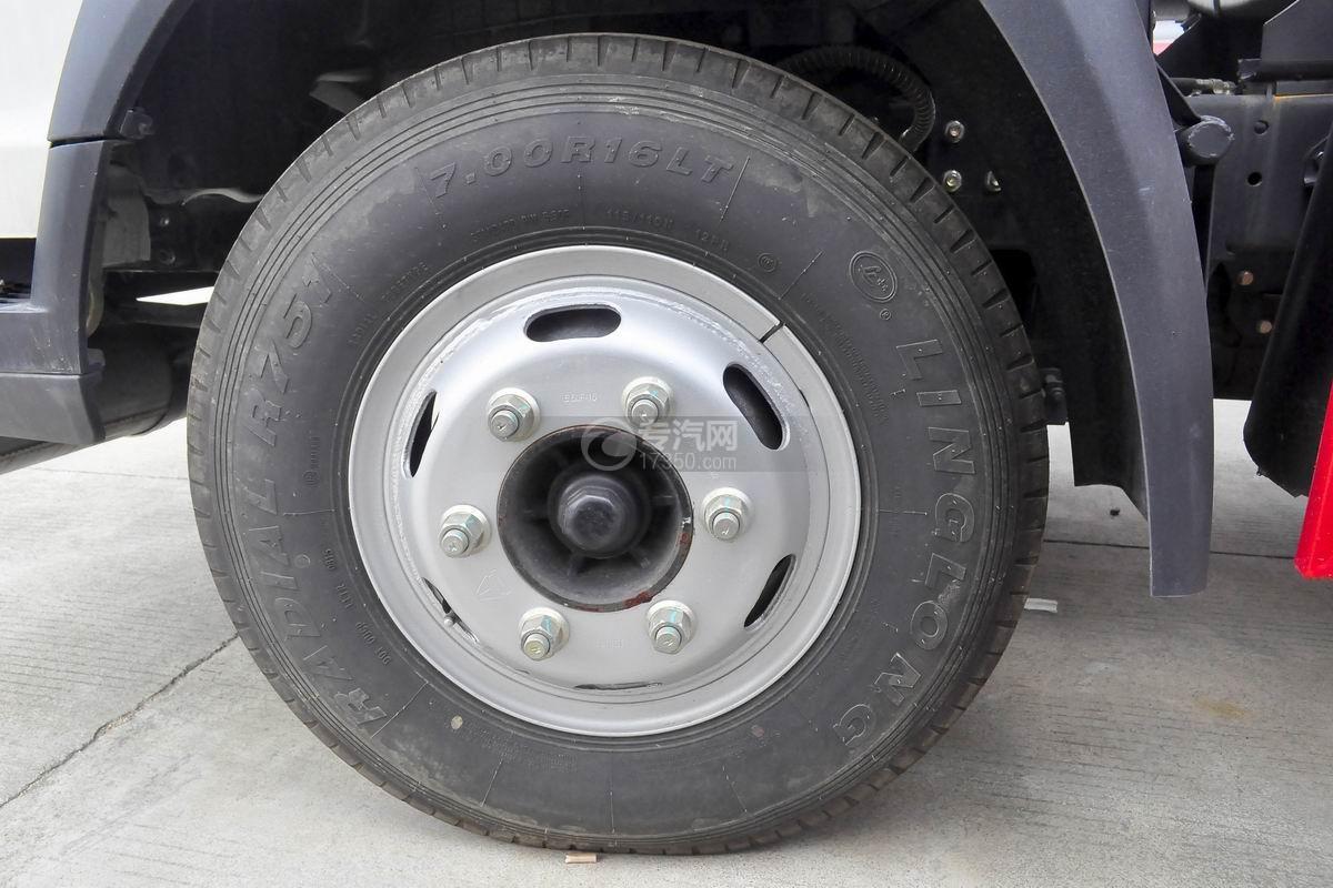 重汽豪沃5.2方加油车前轮胎