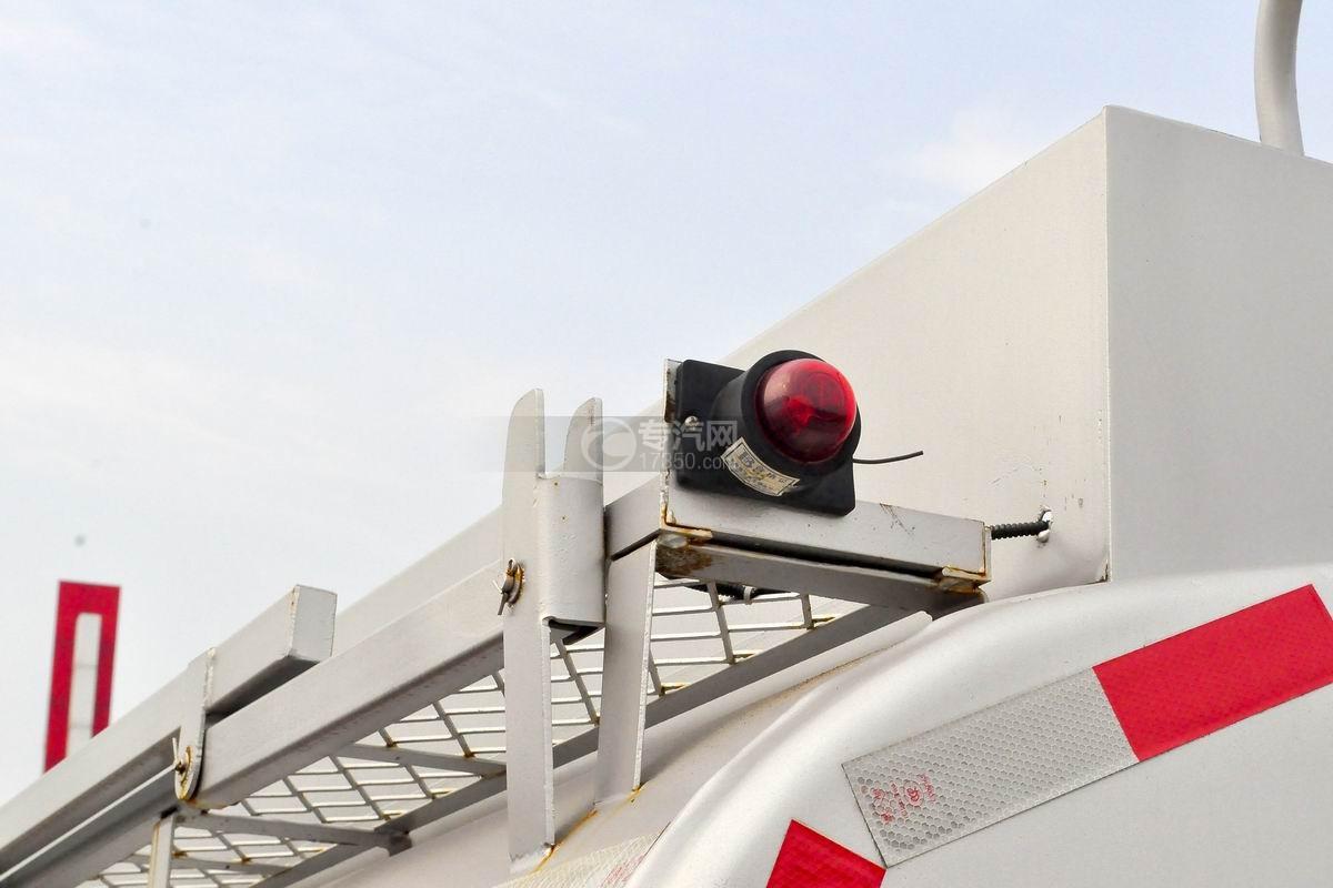 重汽豪沃5.2方加油车高位指示灯