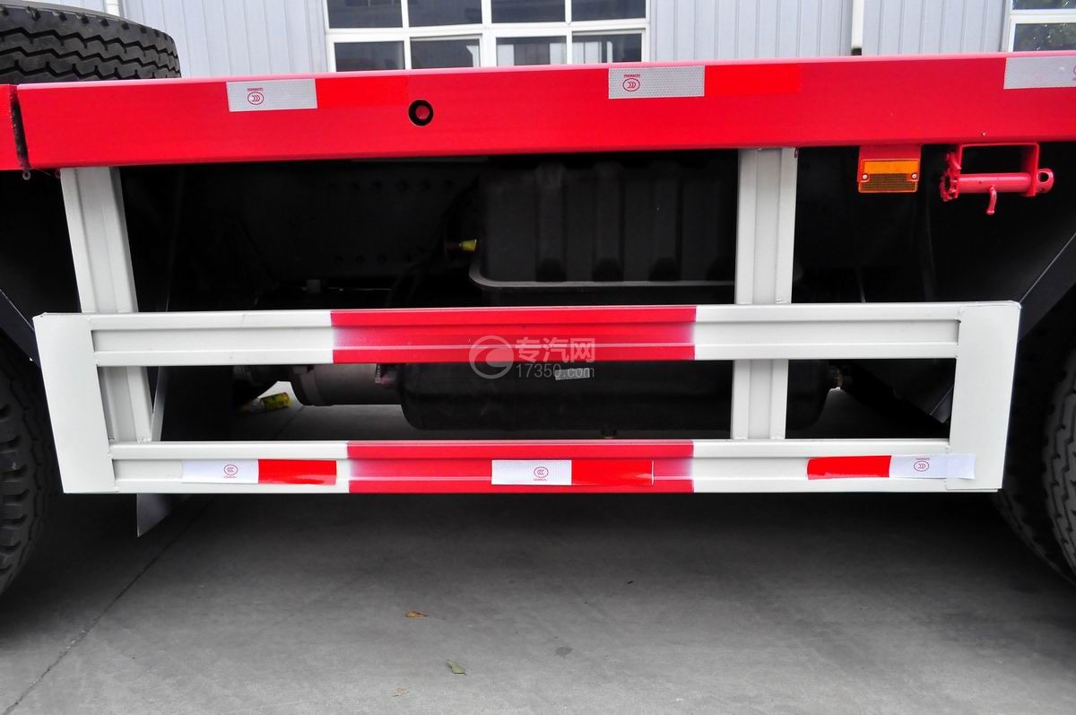 江淮格尔发K3x前四后八平板运输车防护栏装置