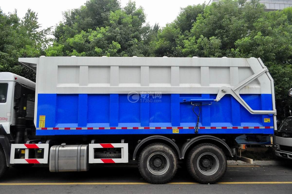 重汽斯太尔M5G后双桥对接垃圾车垃圾箱体