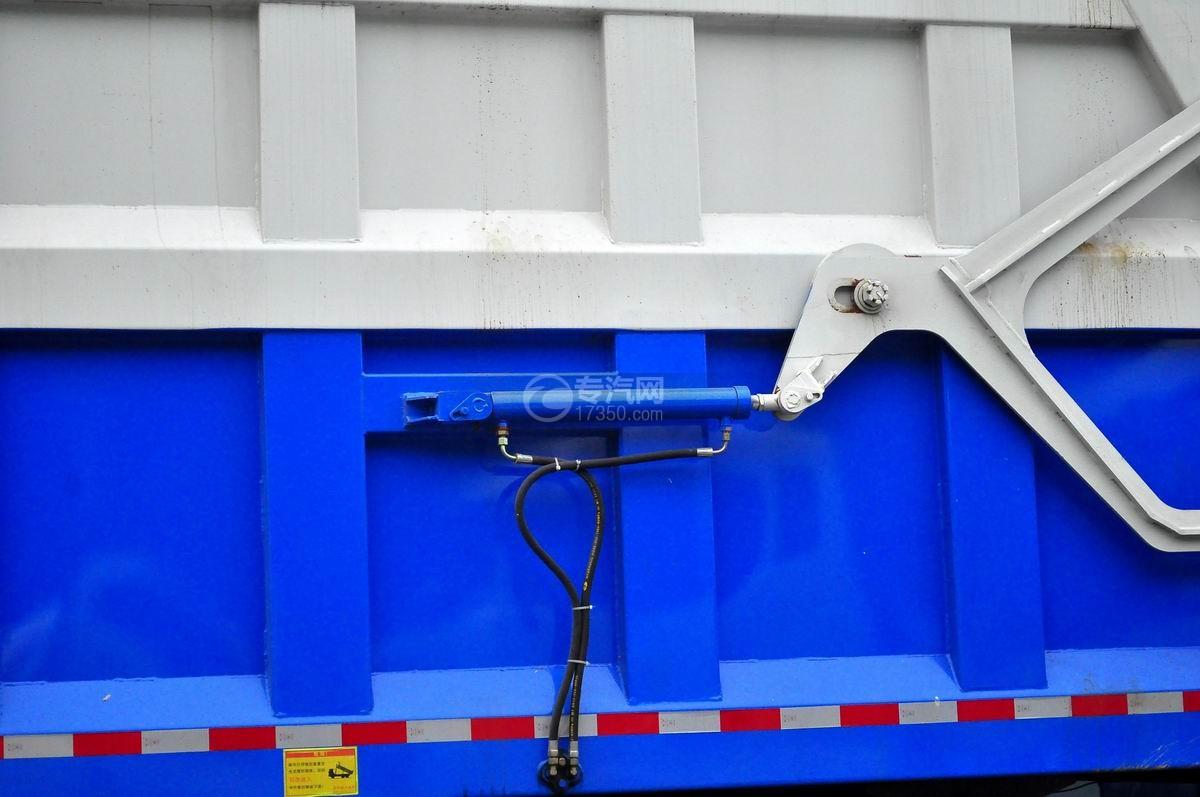 重汽斯太尔M5G后双桥对接垃圾车液压油缸