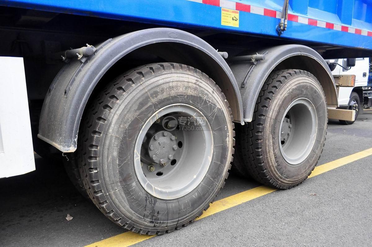 重汽斯太尔M5G后双桥对接垃圾车车辆轮胎