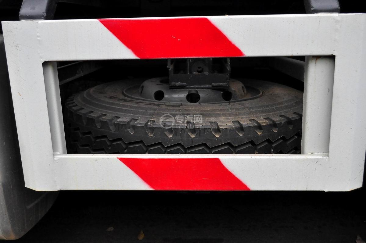 重汽斯太尔M5G后双桥对接垃圾车备用轮胎
