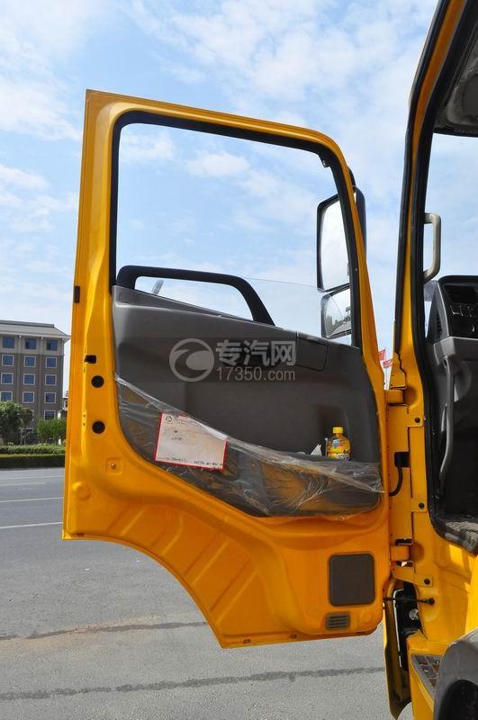 大运风度对接式垃圾车驾驶室车门