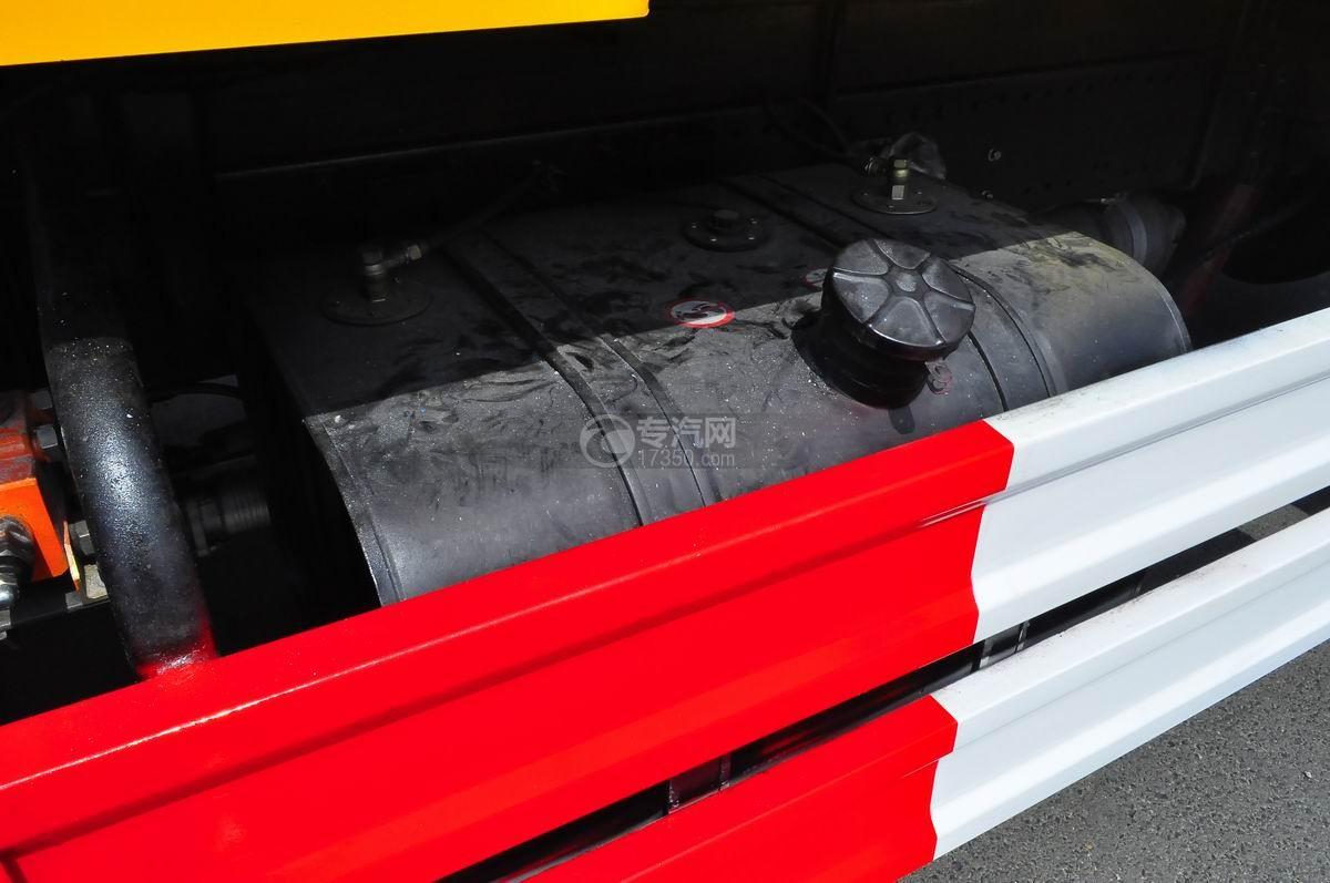 大运风度对接式垃圾车油箱