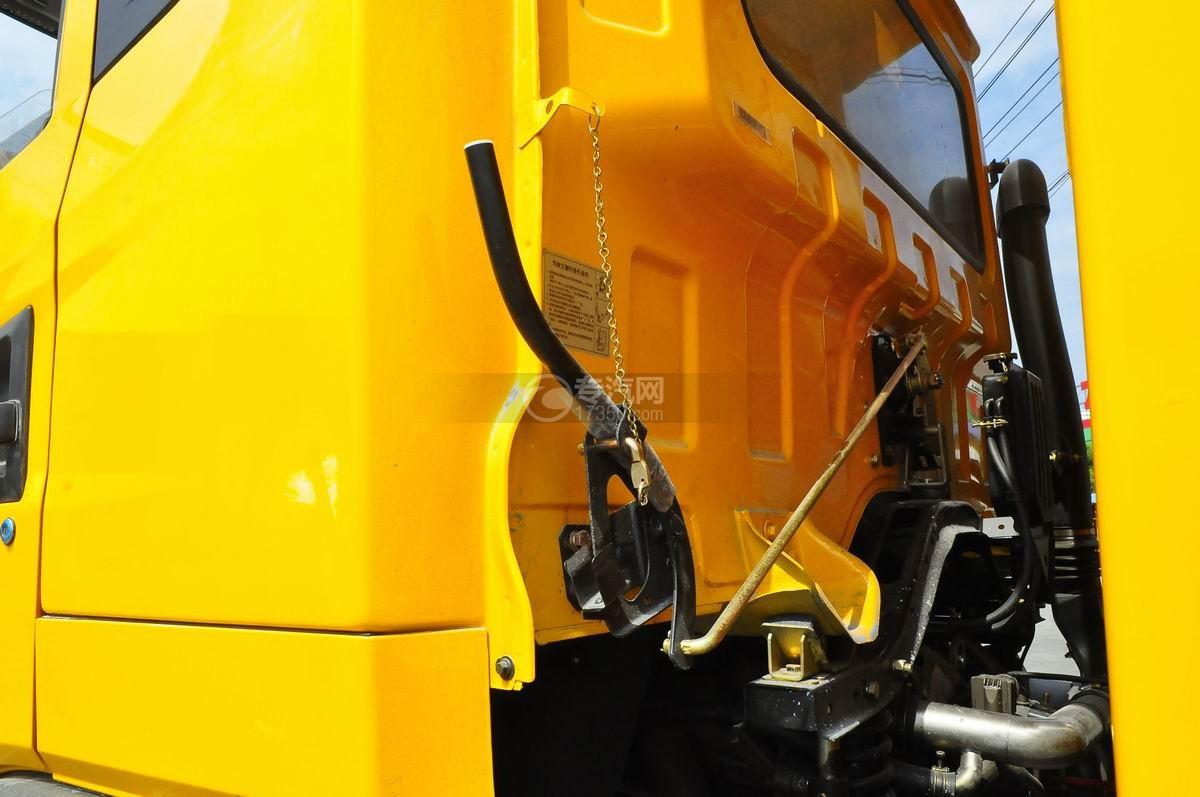 大运风度对接式垃圾车驾驶室翻转机构