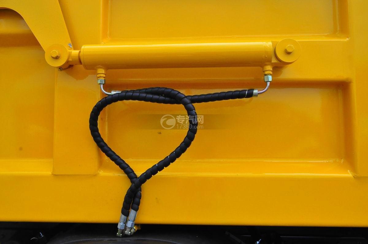 大运风度对接式垃圾车液压油缸