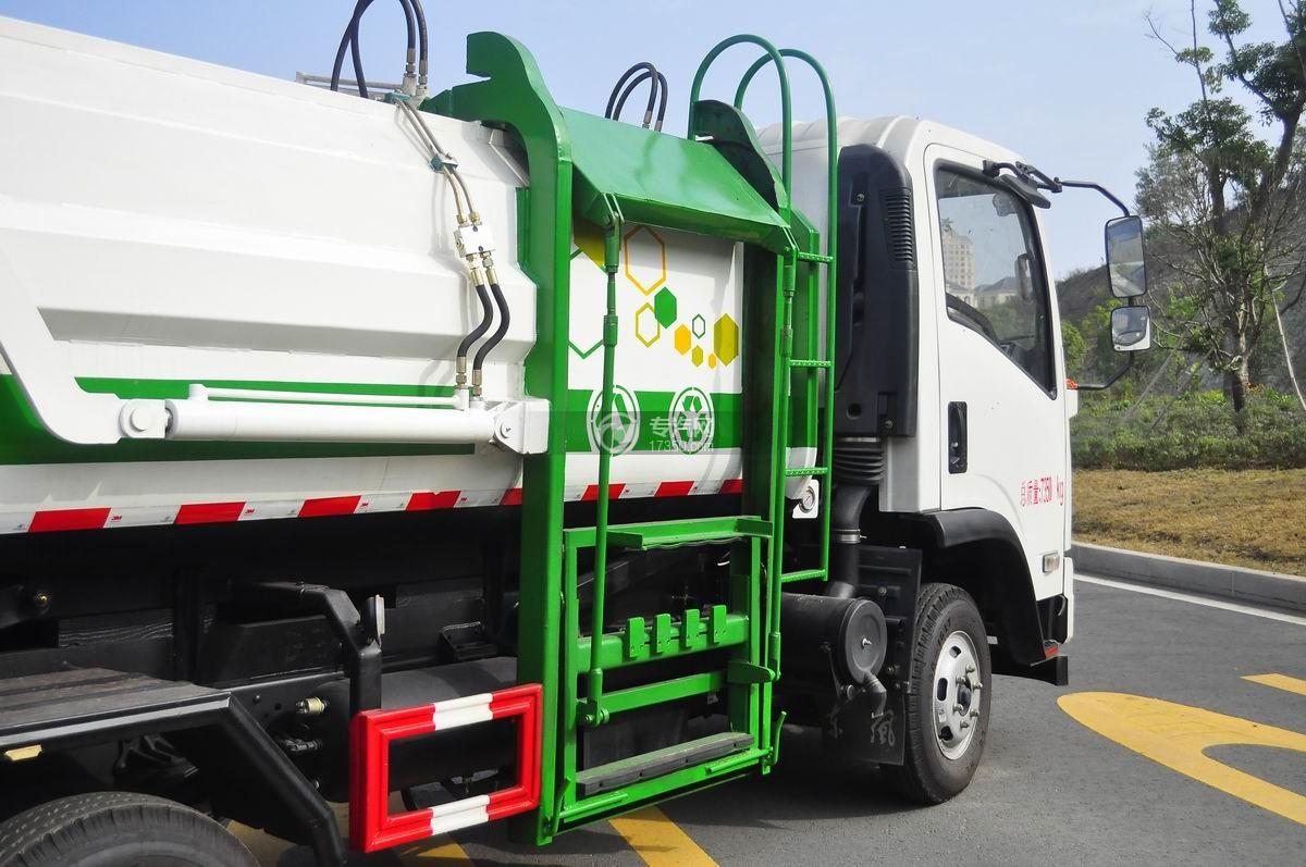 东风嘉运国五自装卸式垃圾车自动提升装料装置