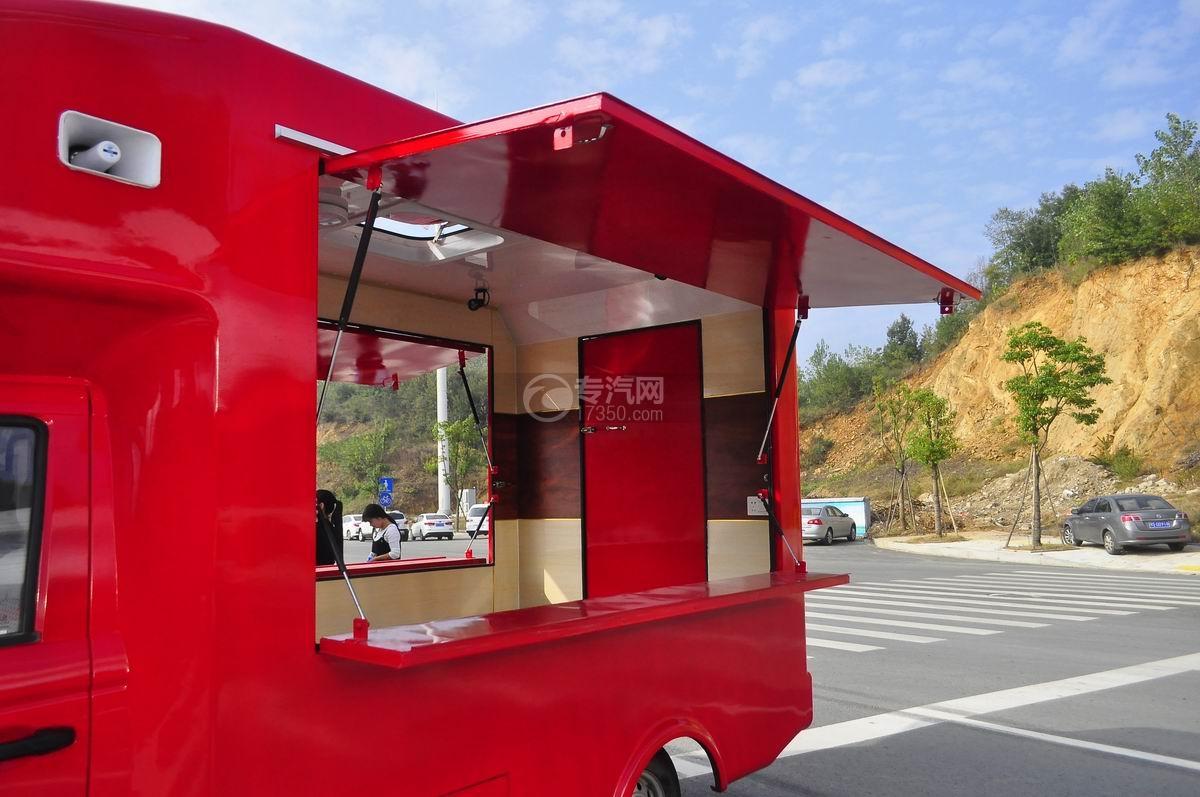 福田伽途T3流动售货车(大红)售卖窗
