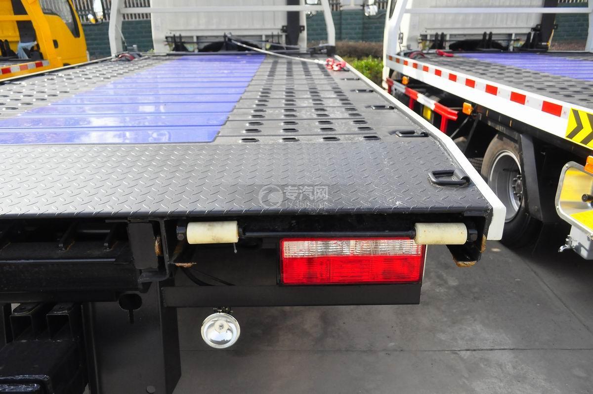 东风凯普特蓝牌一拖二清障车(液压伸缩板)右尾灯