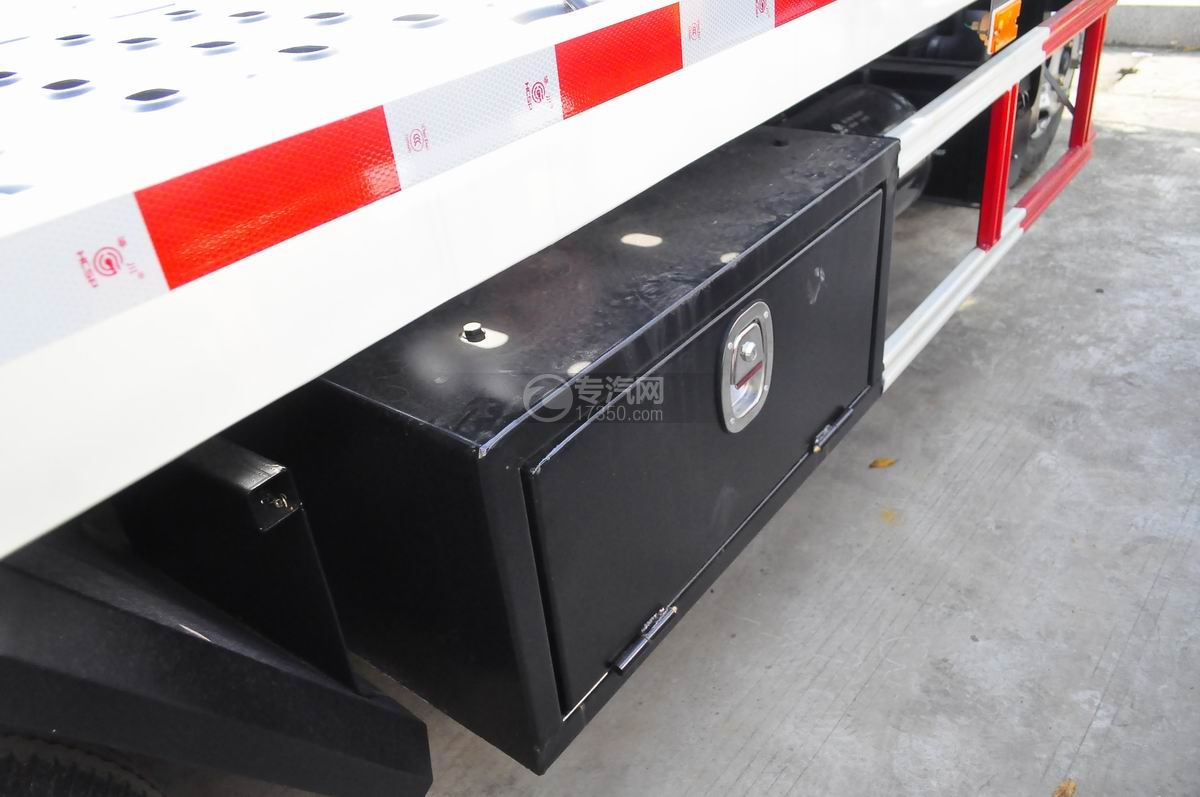 东风凯普特蓝牌一拖二清障车(液压伸缩板)储物箱