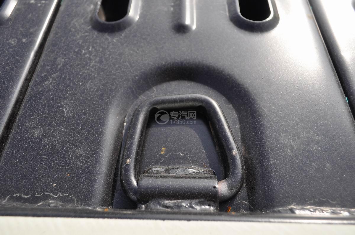 东风凯普特蓝牌一拖二清障车(液压伸缩板)固定装置