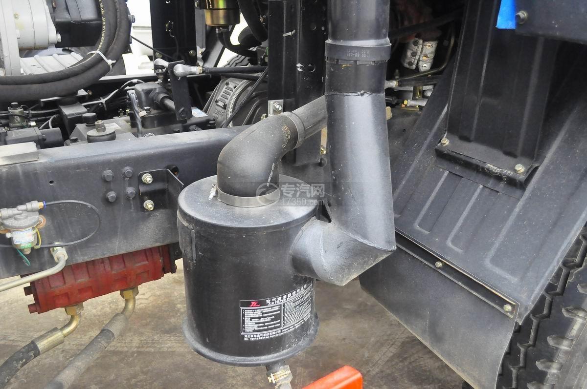 东风145散装饲料运输车空气滤清装置