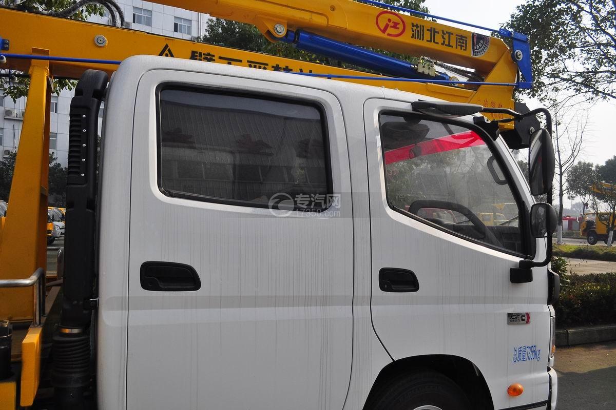 福田欧马可双排座14米高空作业车驾驶室外观