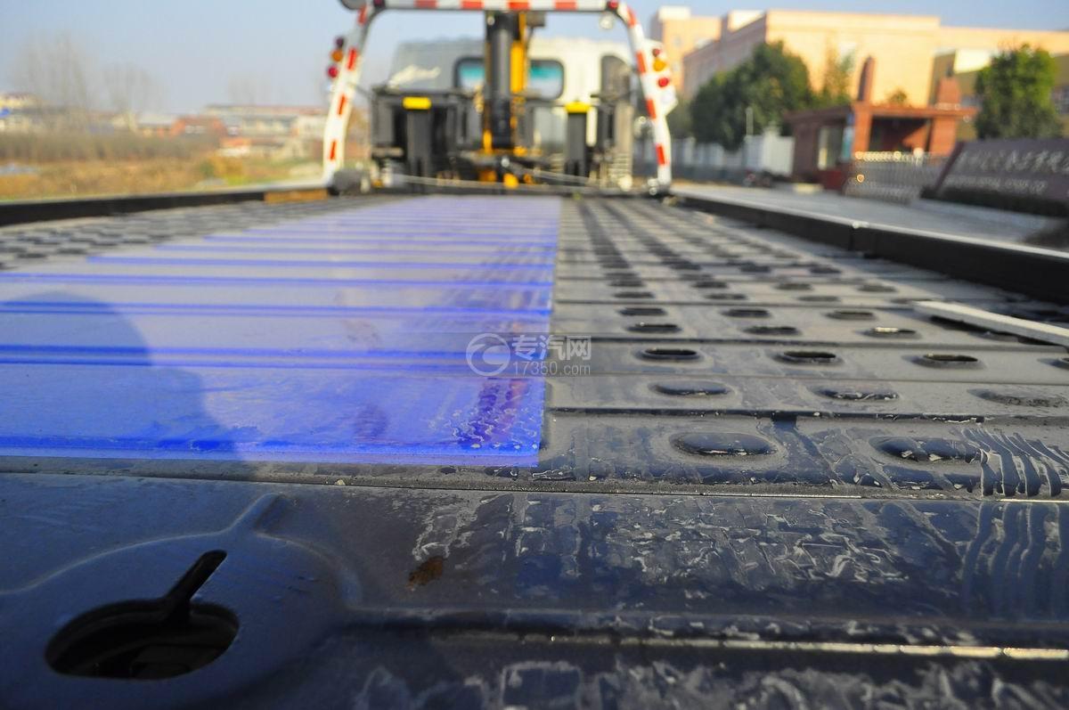 大运奥普力平板带吊清障车平板细节