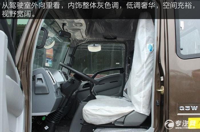 重汽豪沃HOWO统帅154马力4200轴距轻卡驾驶室内空间